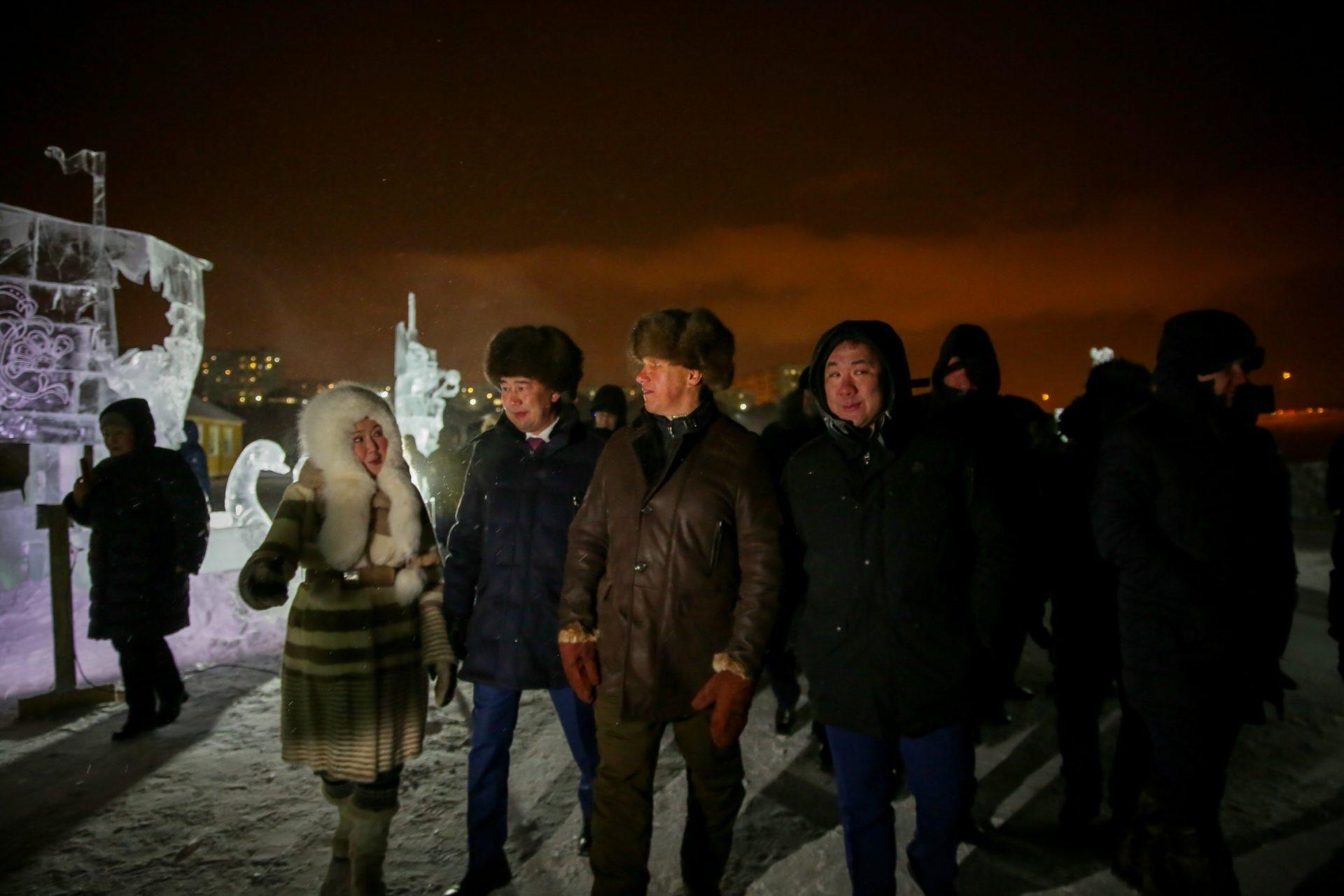 В Якутске делегации ДФО показали карту Дальнего Востока, выполненную изо льда