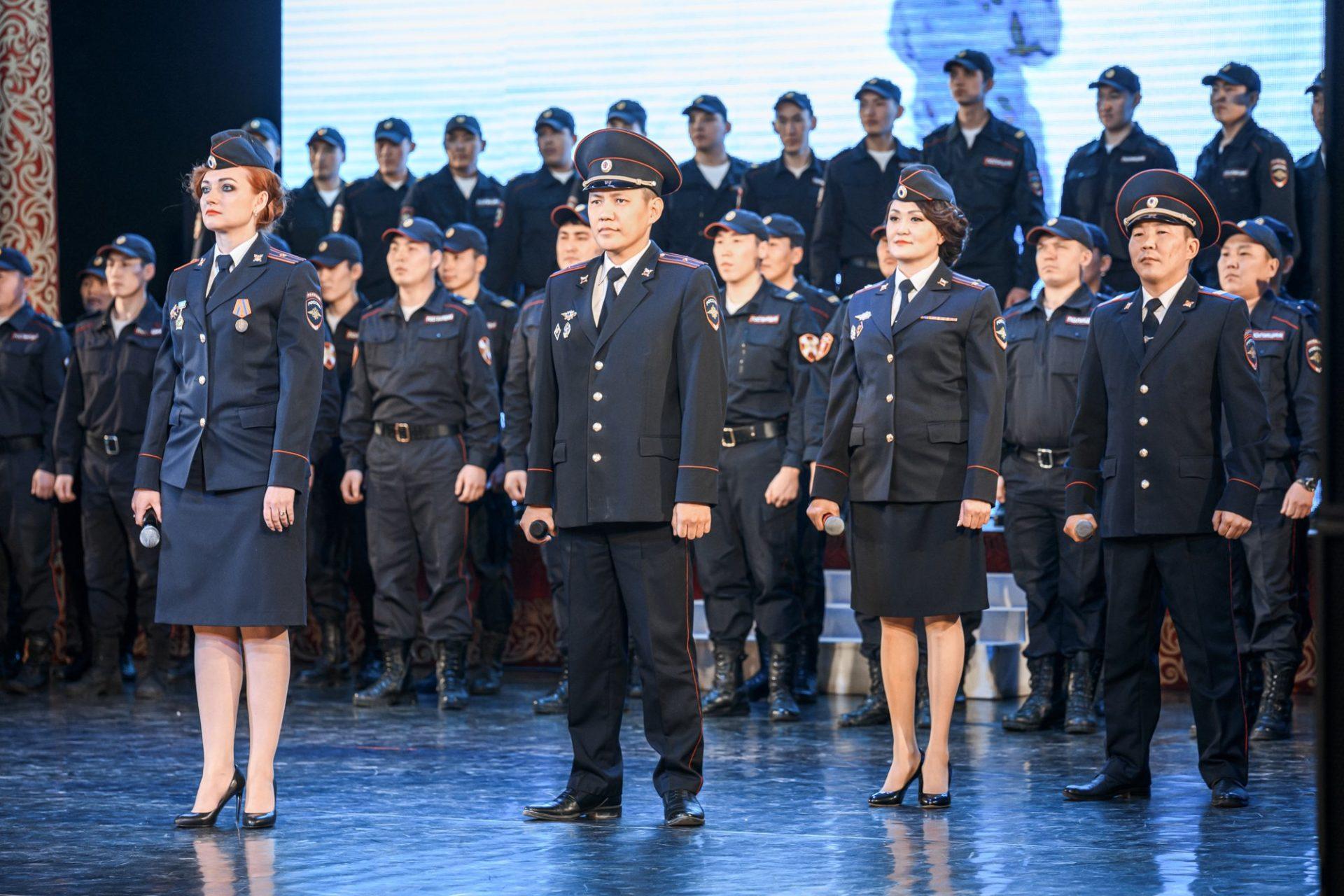 Глава Якутии поздравил работников органов внутренних дел с профессиональным праздником