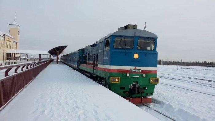 С 3 декабря пассажиров поезда до железнодорожного вокзала Нижний Бестях будут возить на микроавтобусах