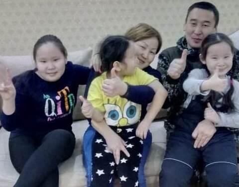 Многодетная семья из Покровска получила новую квартиру