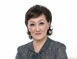 Сардана Авксентьева поздравляет с Днем российской печати