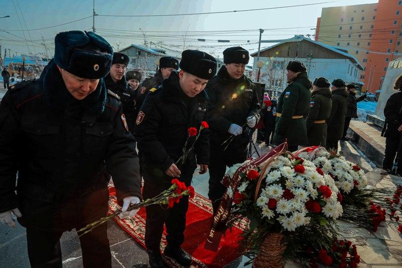 В Сайсарском округе почтили память  воинов-якутян, погибших при форсировании озера Ильмень