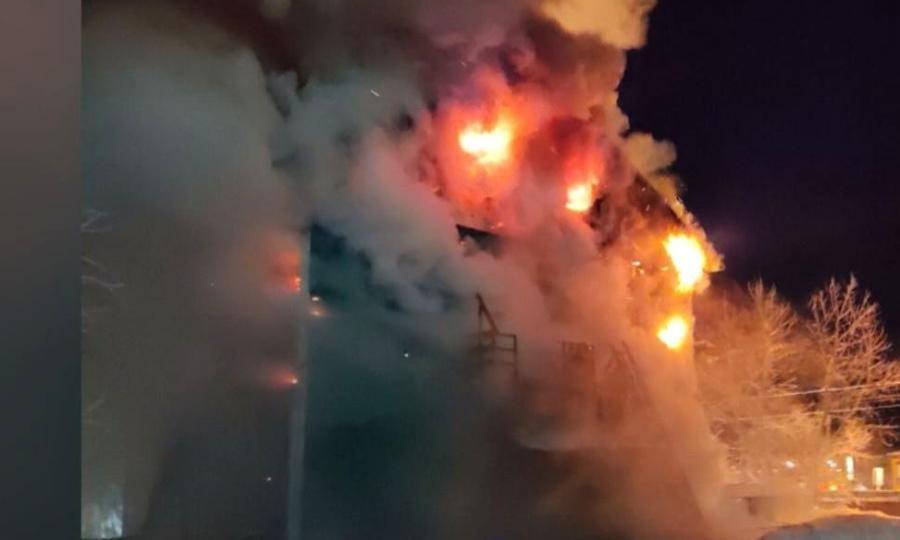 В Якутске при пожаре двухэтажного дома погиб человек
