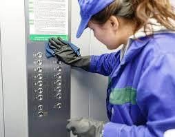 В Якутске ежедневно проверяют санобработку мест общего пользования МКД
