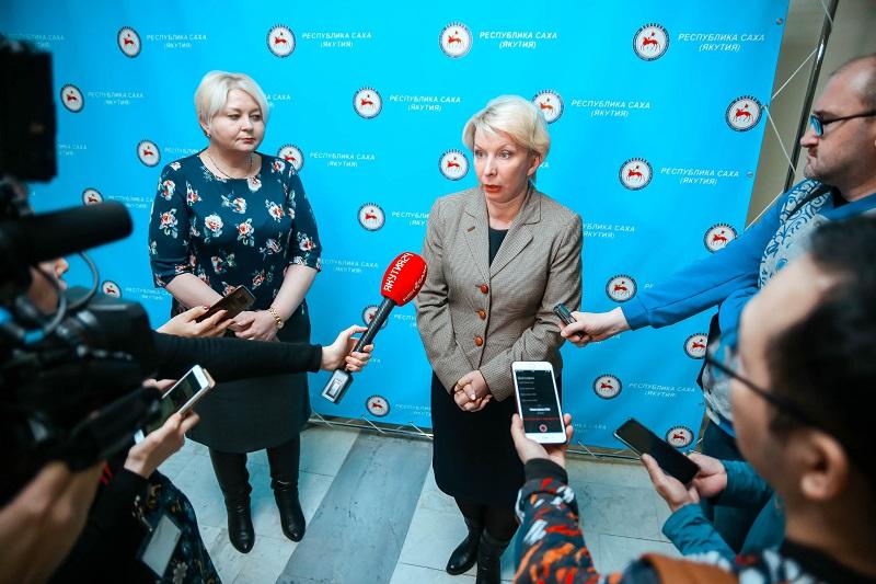 В поликлиниках Якутска температуру мерят… ладошкой