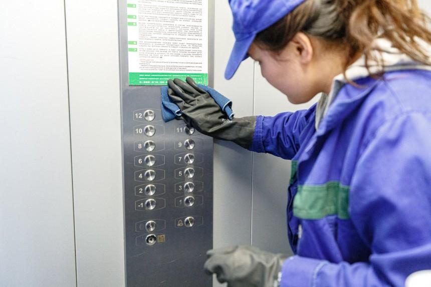 В Якутске продолжается санобработка подъездов по рекомендации Роспотребнадзора