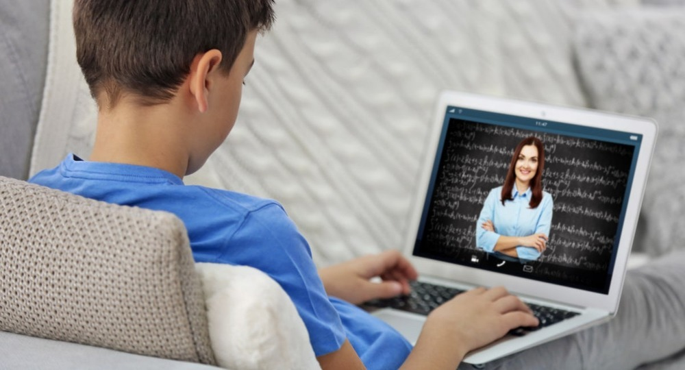 Практичность и функциональность. Верхневилюйский район закупил 270 ноутбуков для школьников