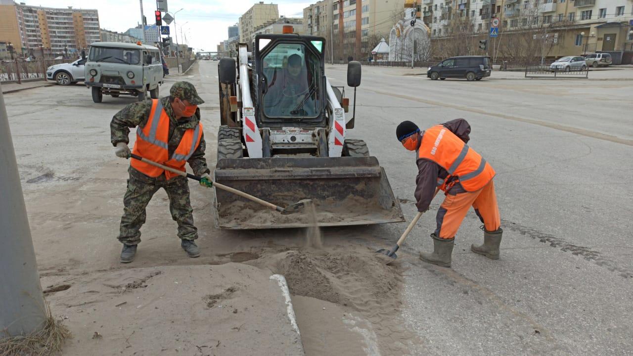 Плановая уборка пыли и ямочный ремонт улиц в Якутске на 28 апреля