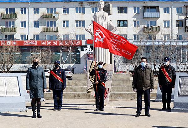 Сегодня Знамя Победы впервые посещает муниципальные образования в онлайн-формате