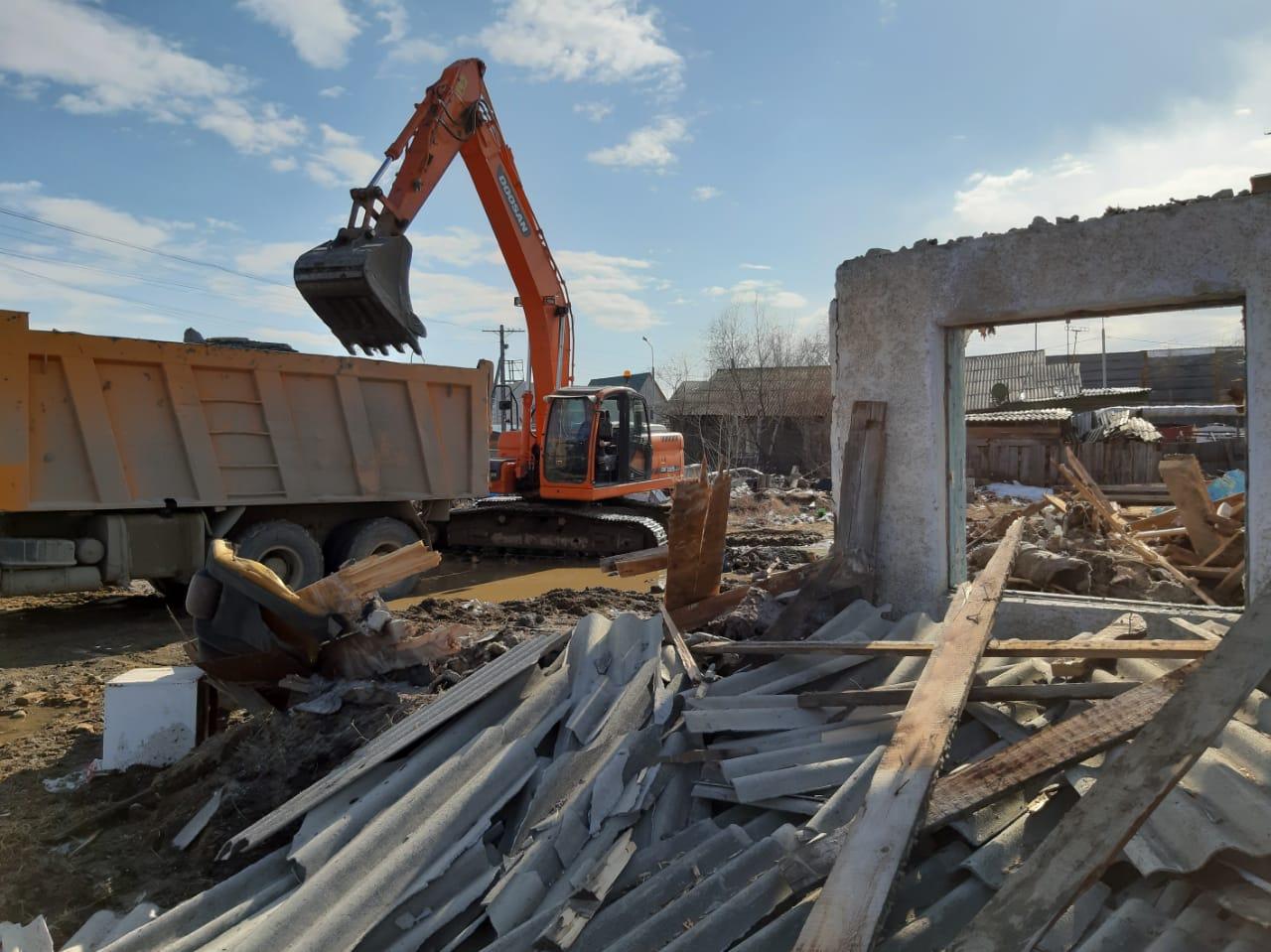 В Якутске ведется снос аварийных домов