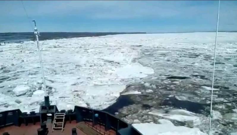 На реке Лене член экипажа ледокола «Капитан Бабичев» погиб, выпав за борт