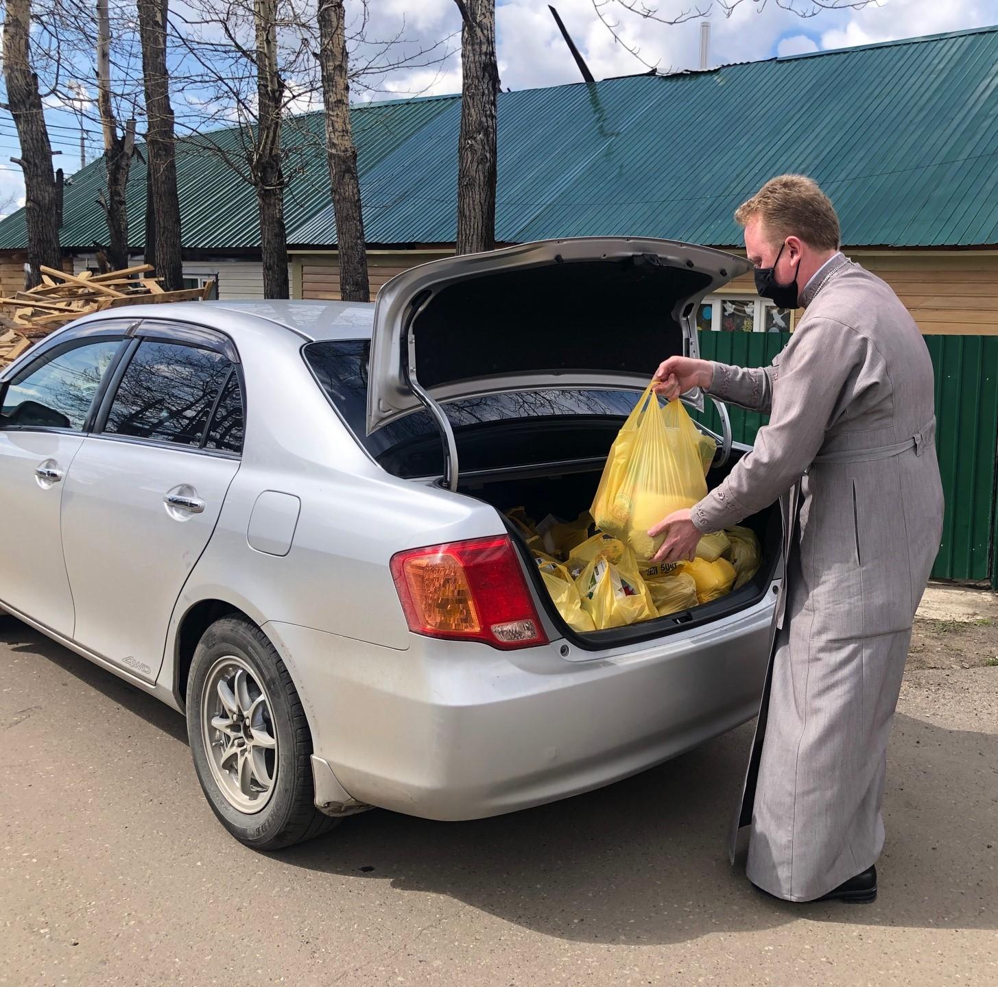 Добро с доставкой: волонтеры Лицея и Алданского благочиния объединились в оказании помощи школьникам