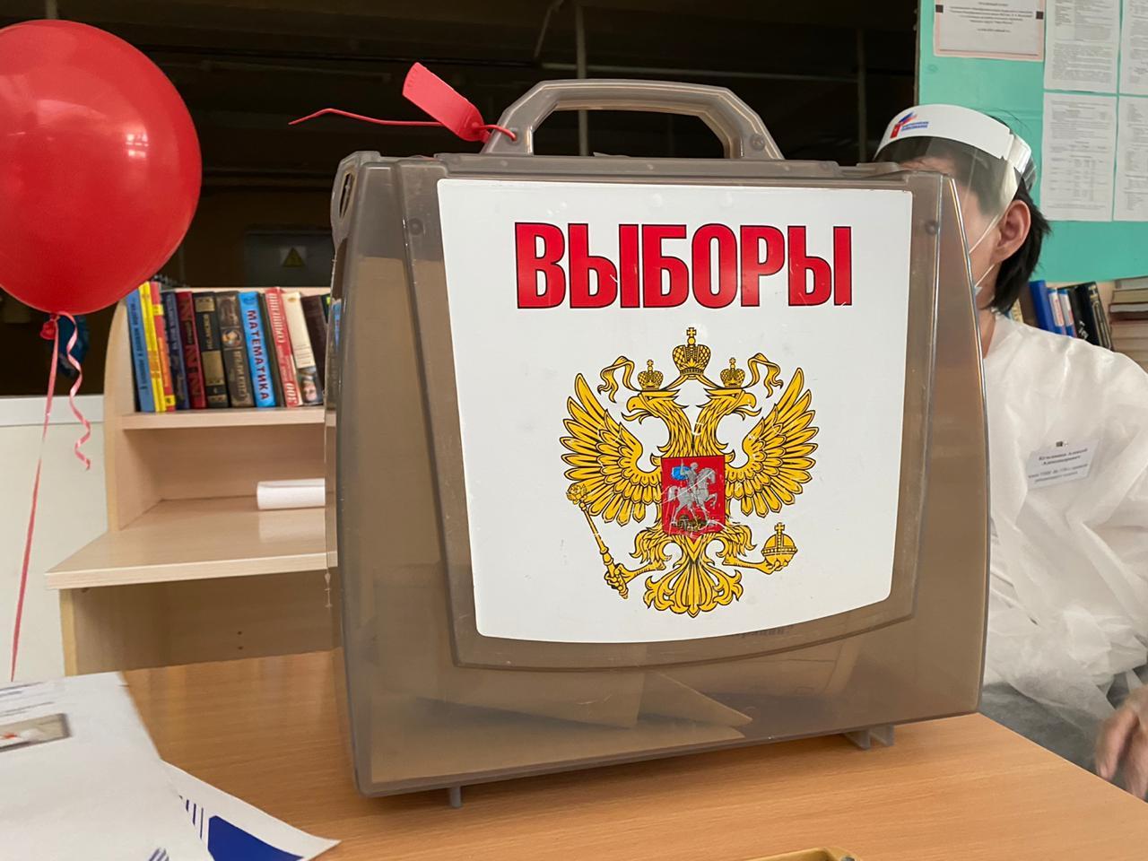 Наблюдатели Общественной палаты города Якутска следят за ходом голосования по поправкам в Конституции РФ
