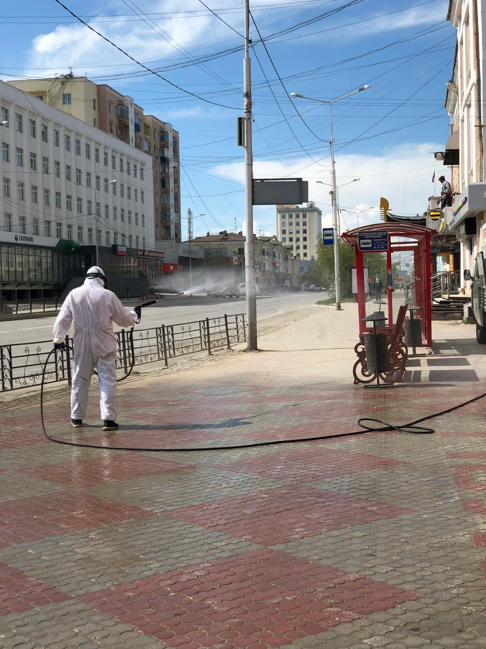 В Якутске и пригородах ведется плановая дезинфекция общественных пространств