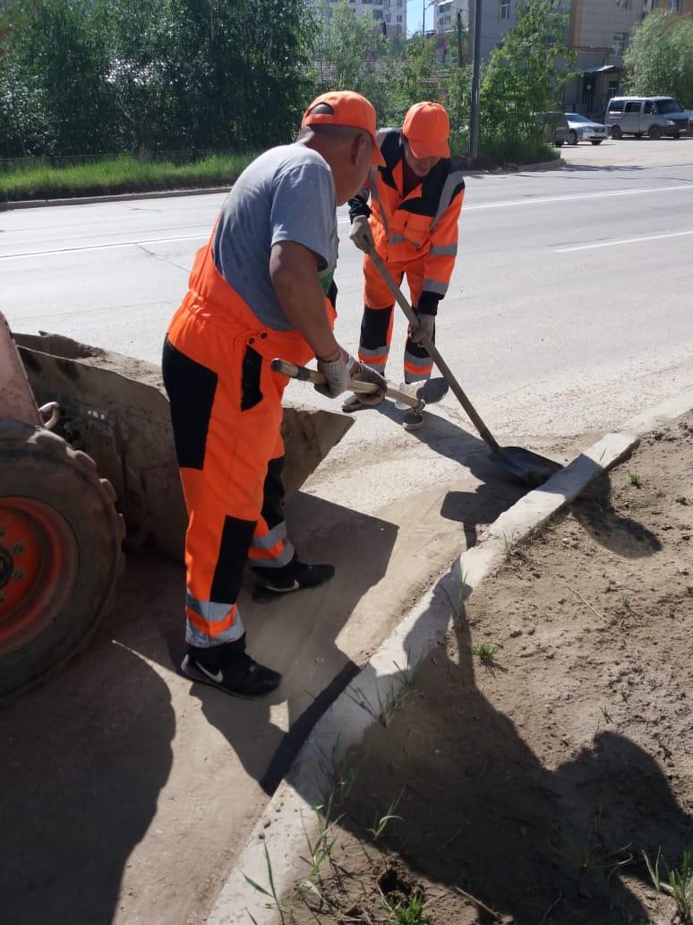 Плановая уборка пыли и ямочный ремонт улиц в Якутске 23 июня
