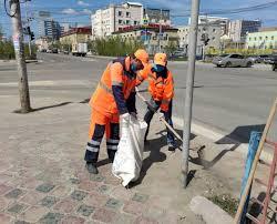 Плановая уборка пыли и ямочный ремонт улиц в Якутске 21 июля