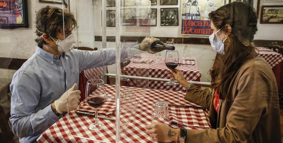 Некоторые магазины, рестораны подвергают своих клиентов опасности заражения коронавирусом