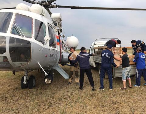 В помощь для тушения лесного пожара у поселка Батагай из Якутска вылетел вертолёт