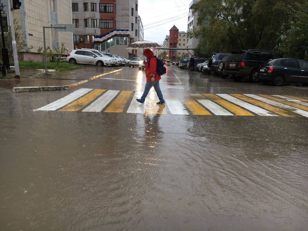 В Якутске устраняют последствия ливня