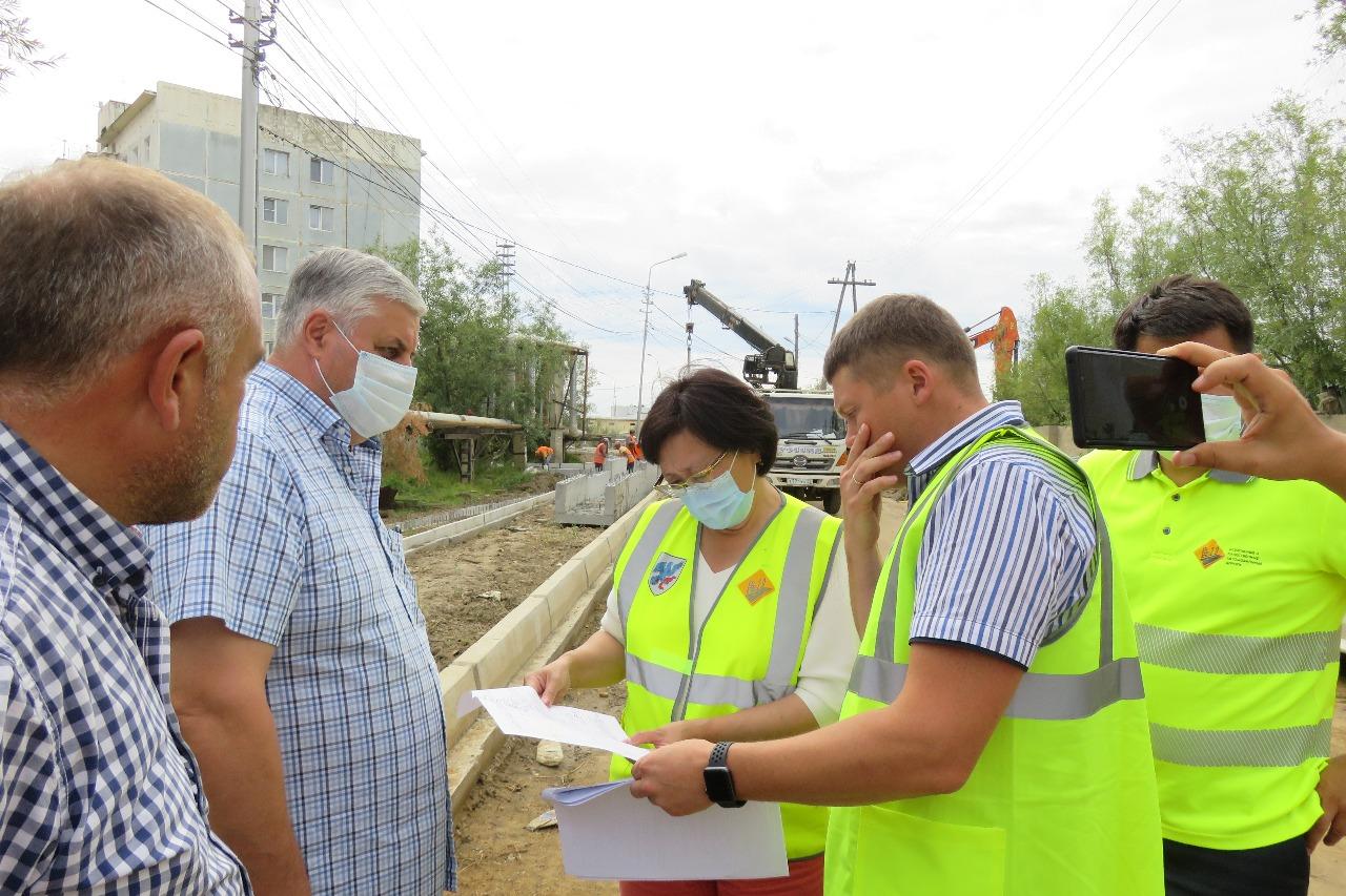 Сардана Авксентьева поручила нарастить темпы ремонта дорог