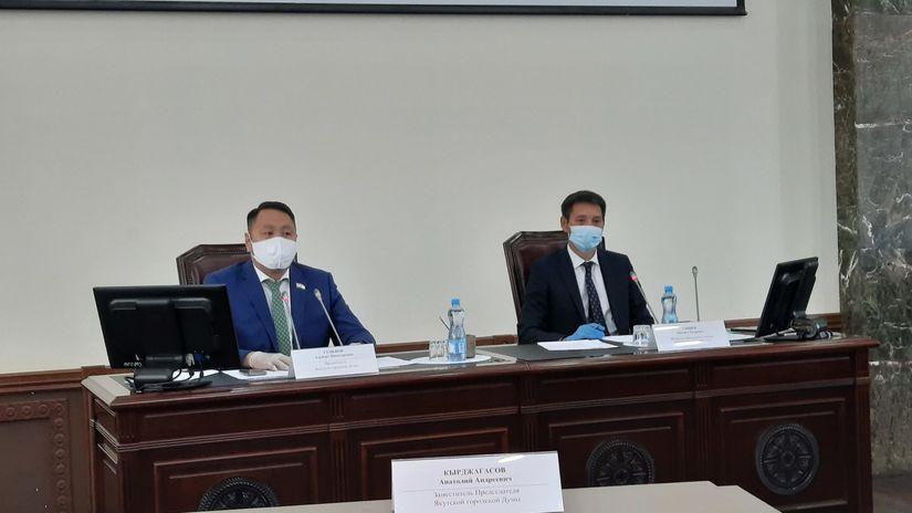 Альберт Семенов провел депутатские слушания о самом важном на сегодня