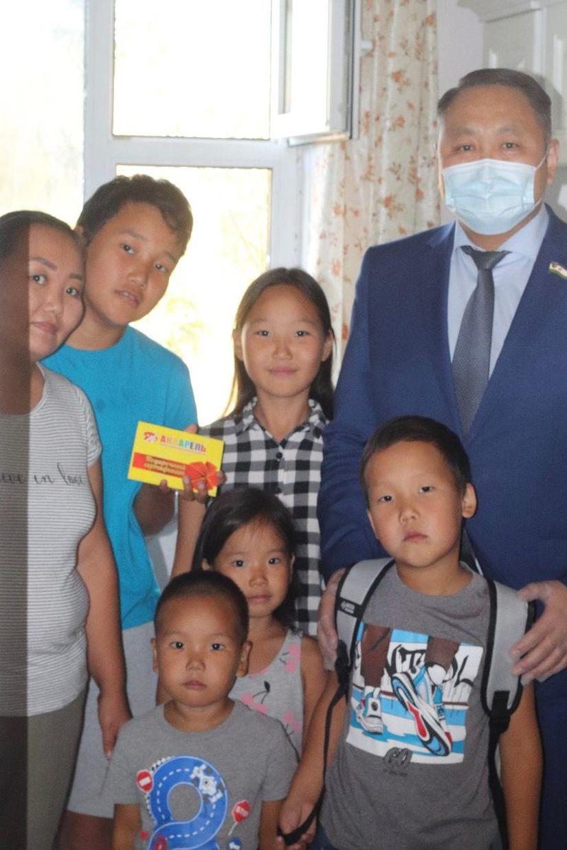 Альберт Семенов принял участие в акции «Собери ребенка в школу»