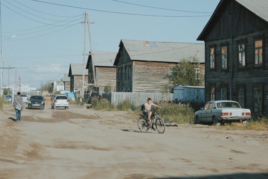 В Якутске продолжается санитарное обустройство неблагоустроенного жилого фонда