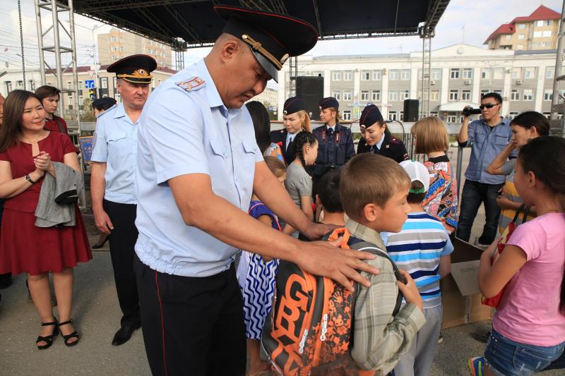 В Якутске стартовала республиканская благотворительная акция «Помоги пойти учиться»
