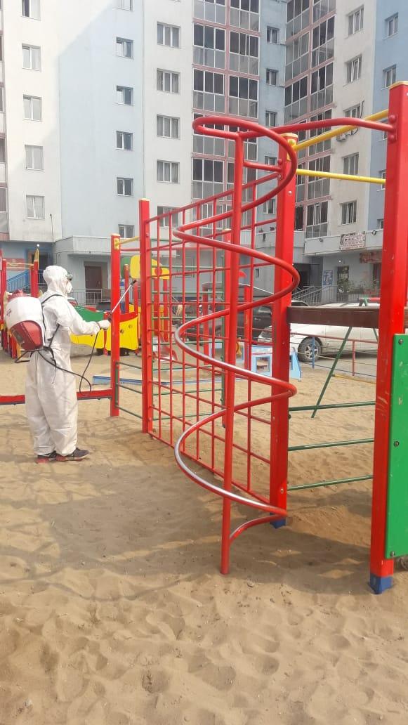 В Якутске в выходные провели дезинфекцию площадей и детских площадок