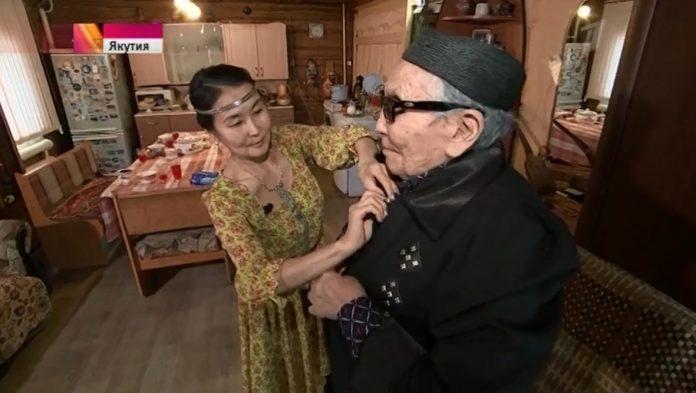 Жителей Якутии призывают стать приемными семьями для пожилых