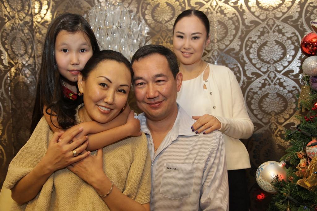 Семья главы Якутии заработала в 2019 году около 30 млн рублей