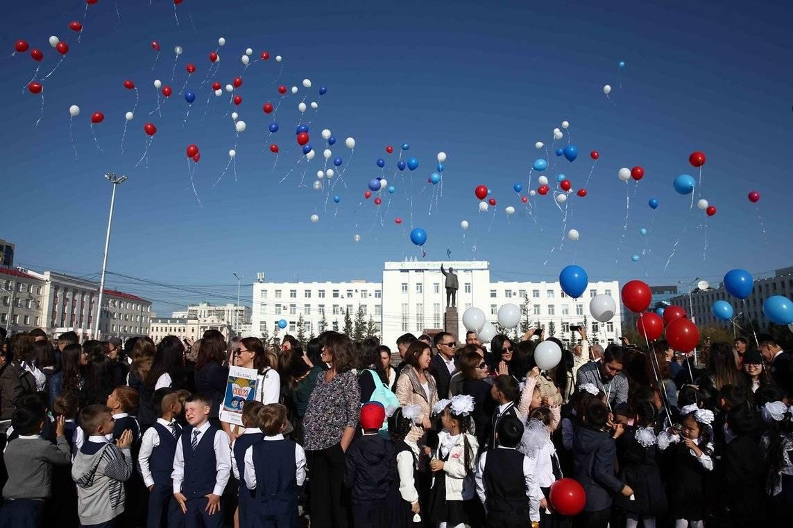 В Якутии многодетным семьям помогают подготовить детей к школе