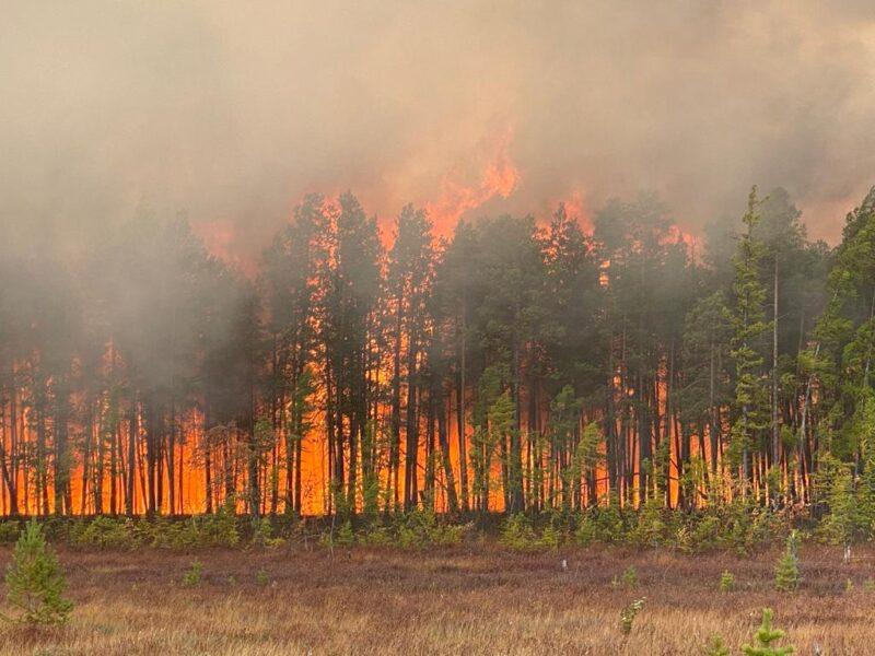 АО САХАТРАНСНЕФТЕГАЗ продолжает тушить пожар в районе Кысыл-Сыр