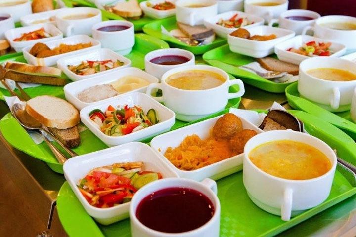 В Якутске учеников начальных классов обеспечат бесплатным горячим питанием
