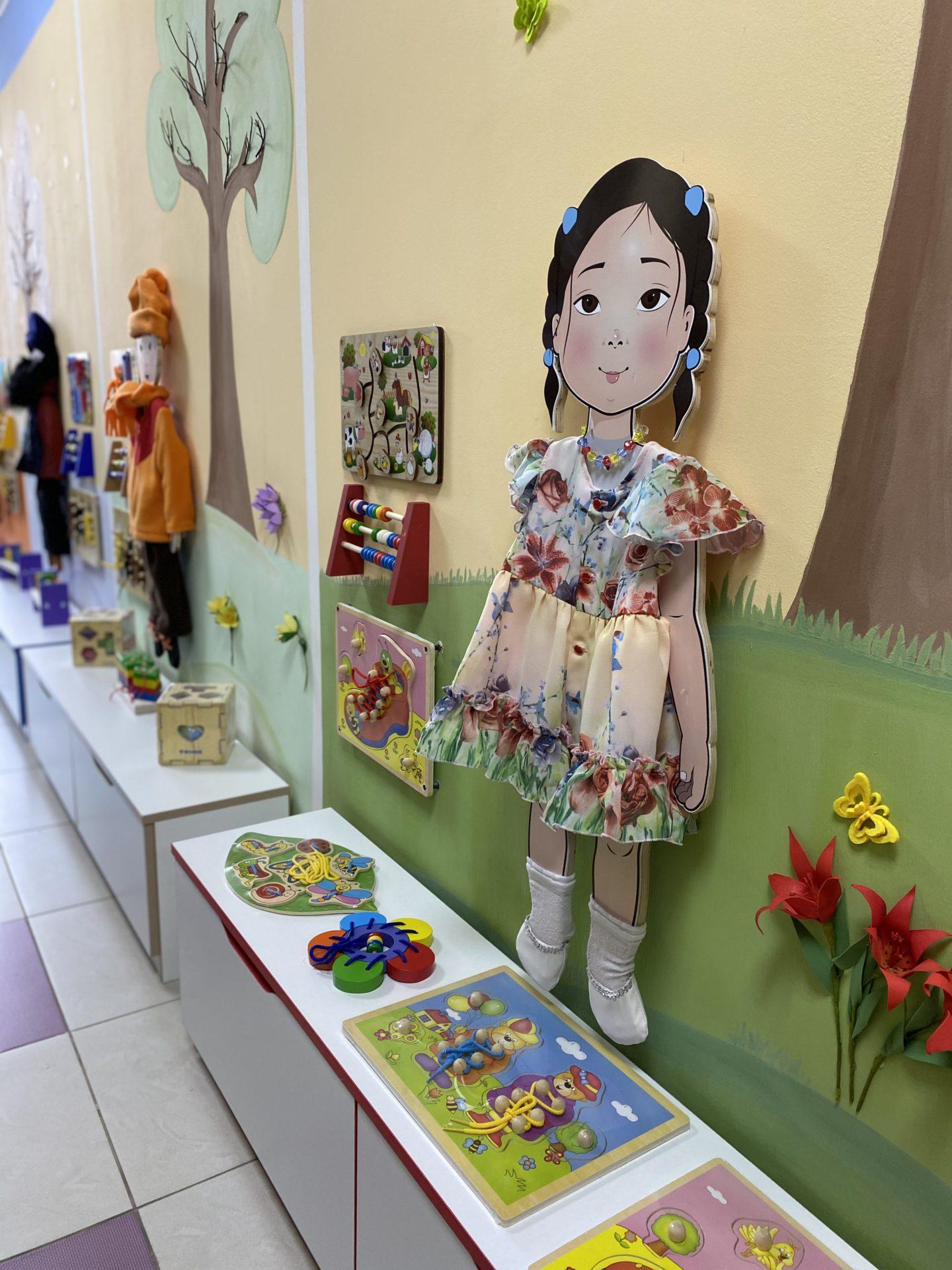 В дополнительной группе детского сада №40 «Солнечные лучики»  торжественно открыли Центр активности ребенка «Времена года»