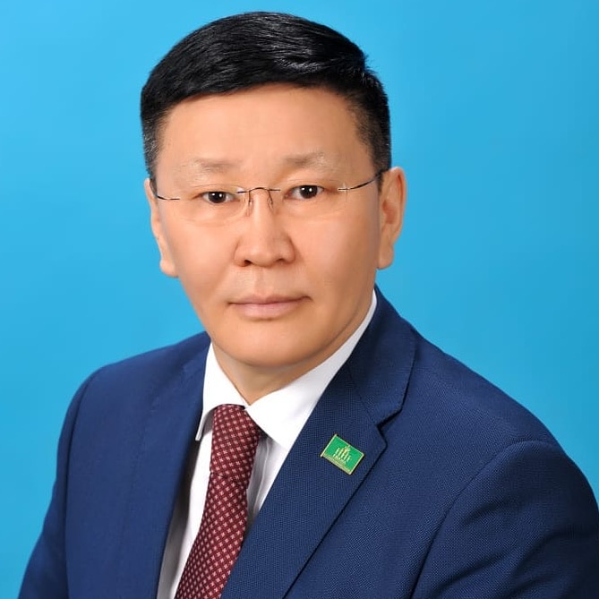 В Сунтарском улусе победил действующий глава Анатолий Григорьев