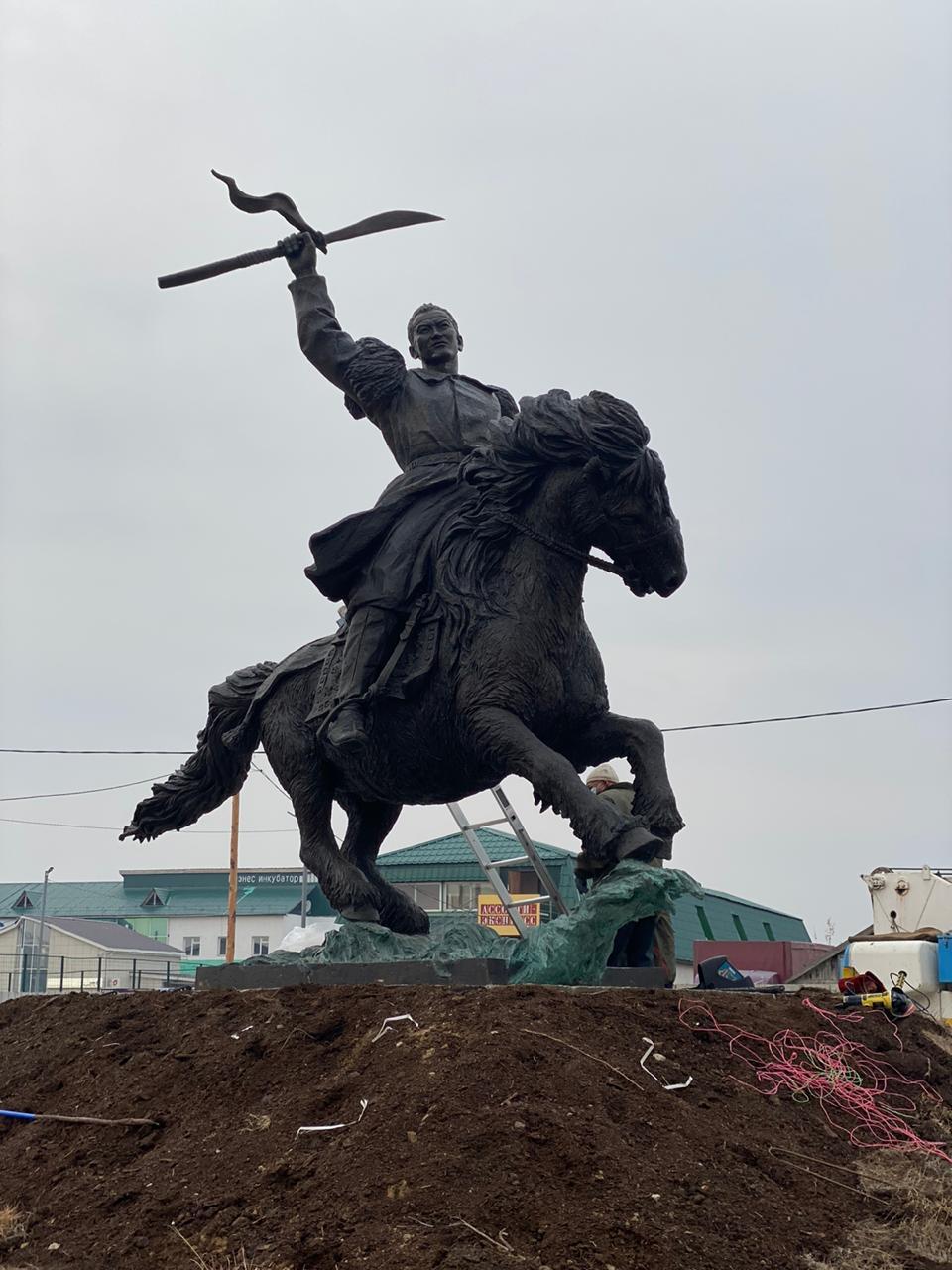 Манчаары Баһылайга памятник туруоруллан эрэр