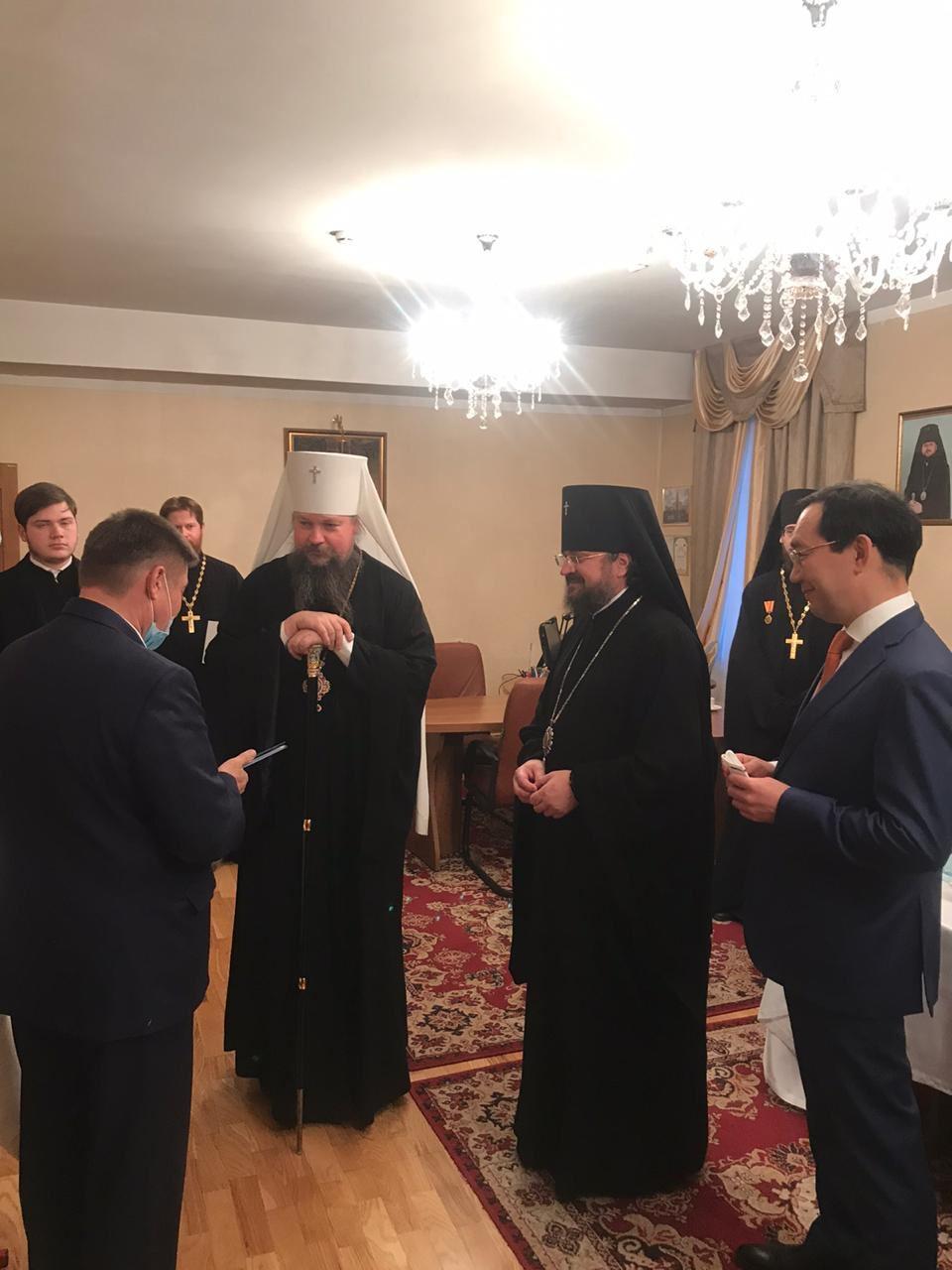 Архиепископ Якутский и Ленский Роман наградил генерального директора АО «АК «ЖДЯ» юбилейной медалью в ознаменовании 150-летия образования Якутской Епархии
