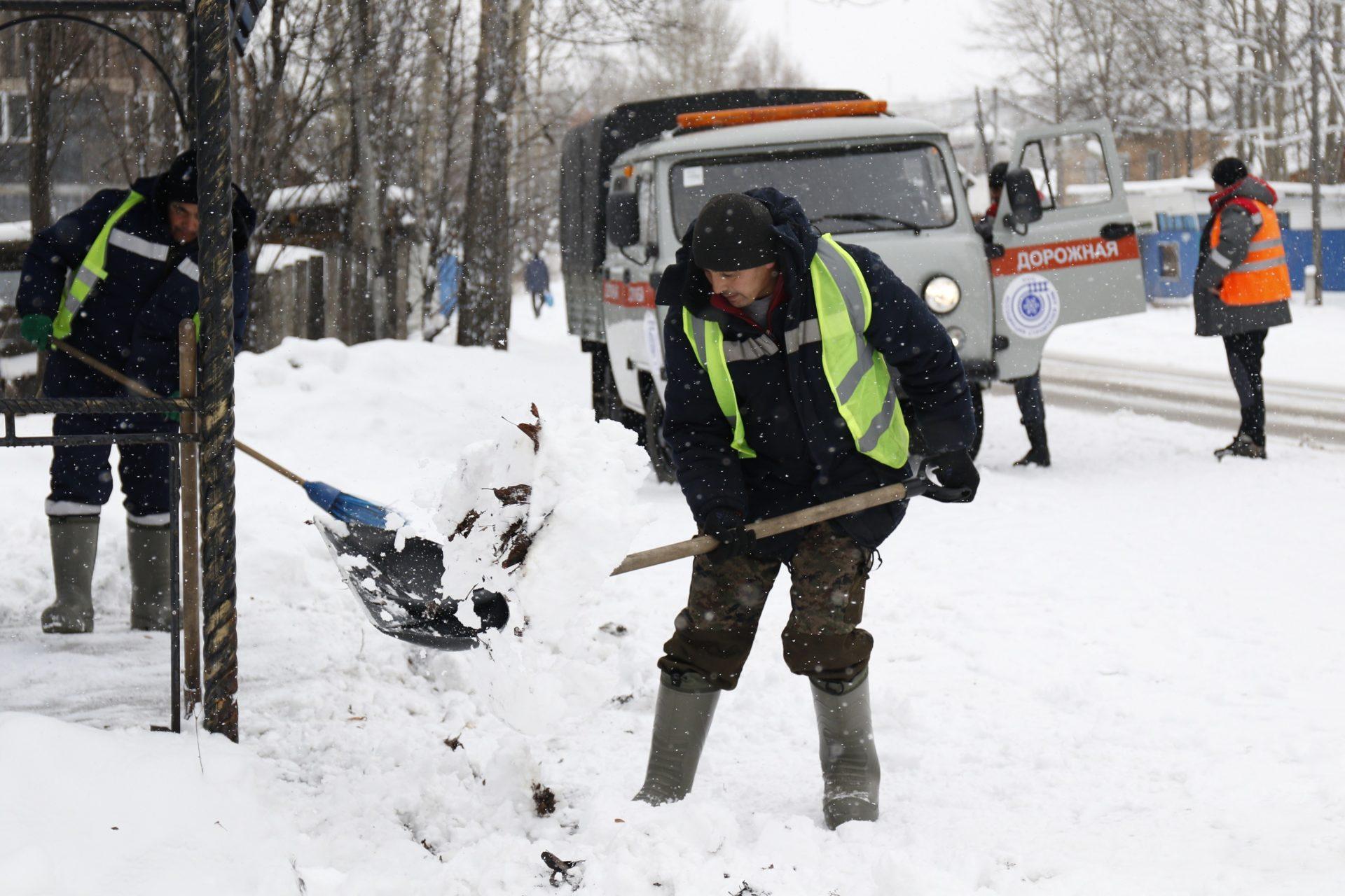 Ассоциация строителей АЯМ ведет  снегоборьбу на улицах Алдана
