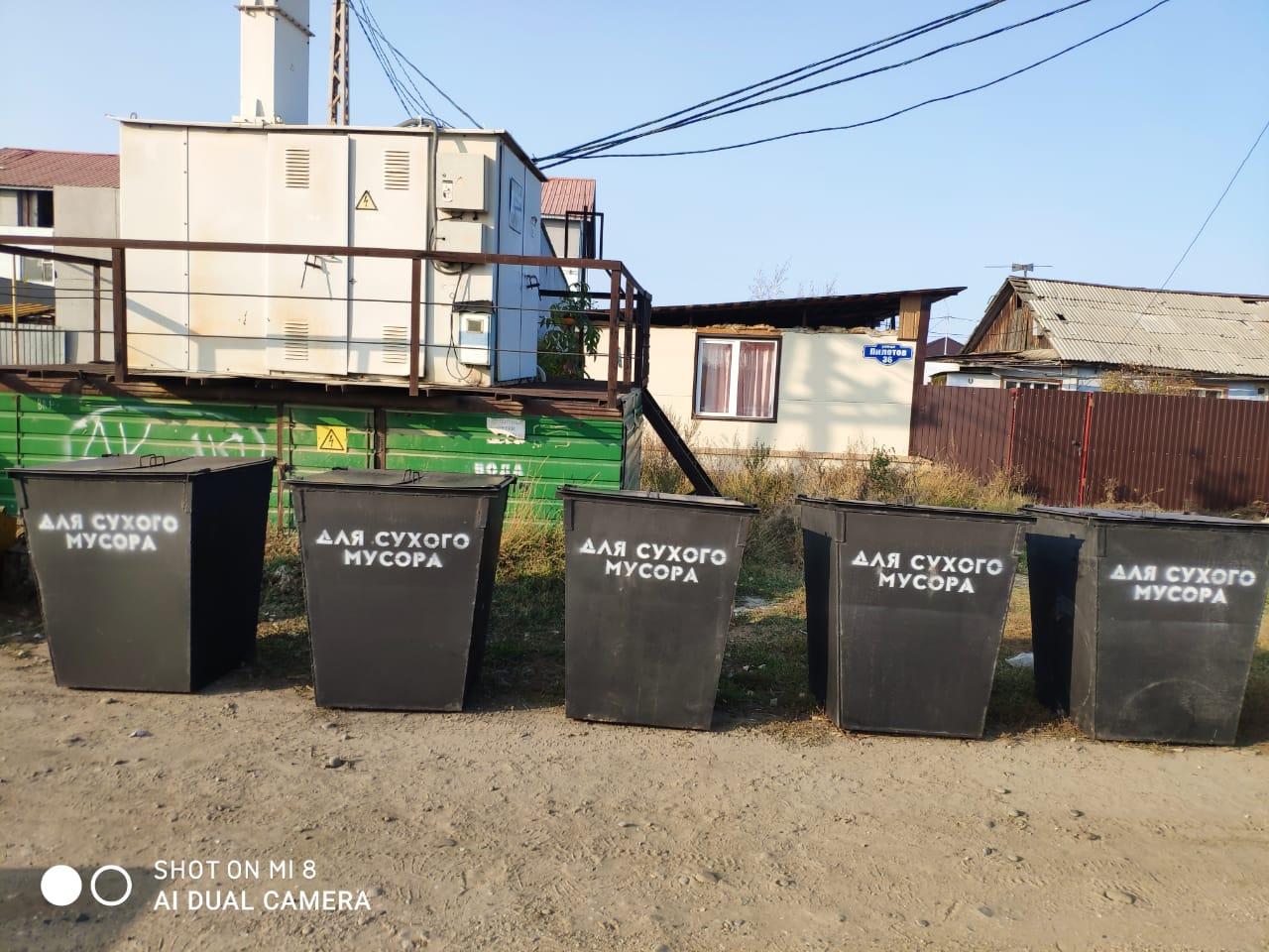В Якутске продолжают установку новых мусорных контейнеров