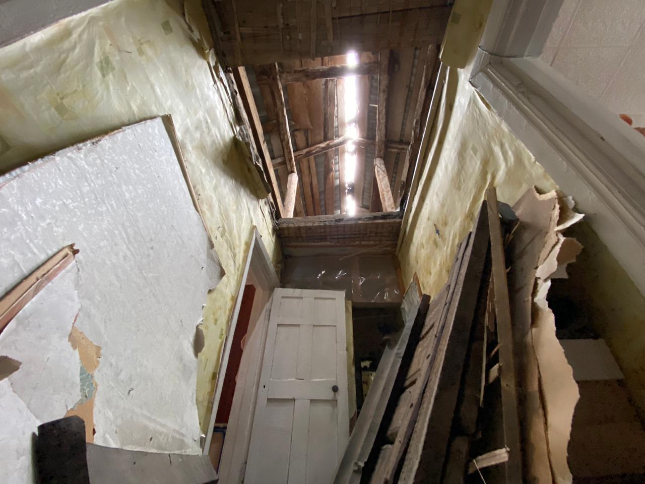 Работники Окружной администрации, МКУ «СЭГХ», Управления ГОЧС осмотрели дом, в котором произошло обрушение чердачного покрытия