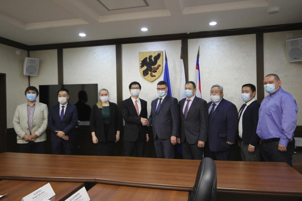 Власти Якутска обсудили с японским консулом перспективы сотрудничества