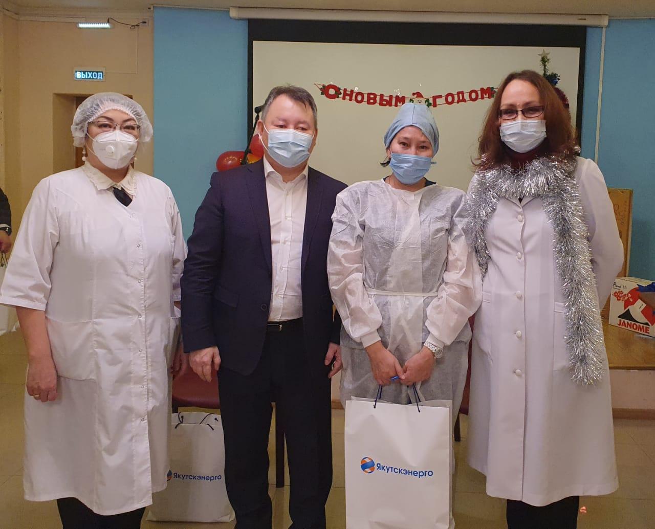«Якутскэнерго» подарил врачам РКБ №3 электронные планшеты для работы