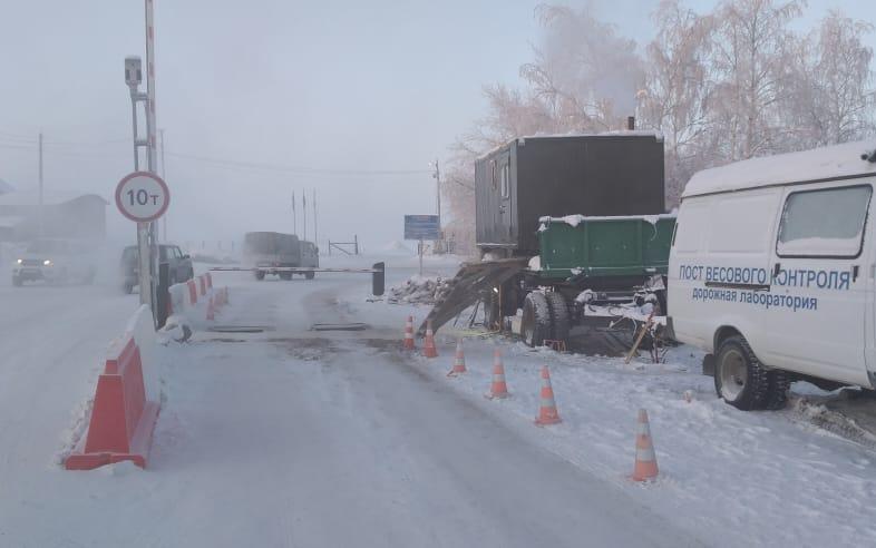 На ледовом автозимнике Хатассы — Павловск повышена грузоподъемность до 10 тонн