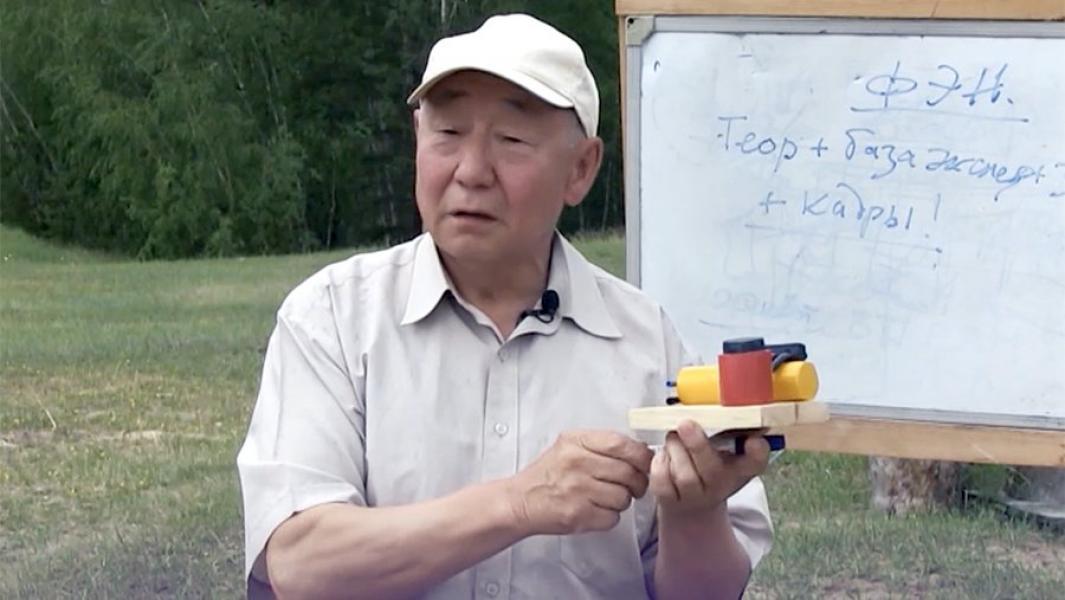 Анатолий ЧОМЧОЕВТЫЫН кэпсэтии салгыыта