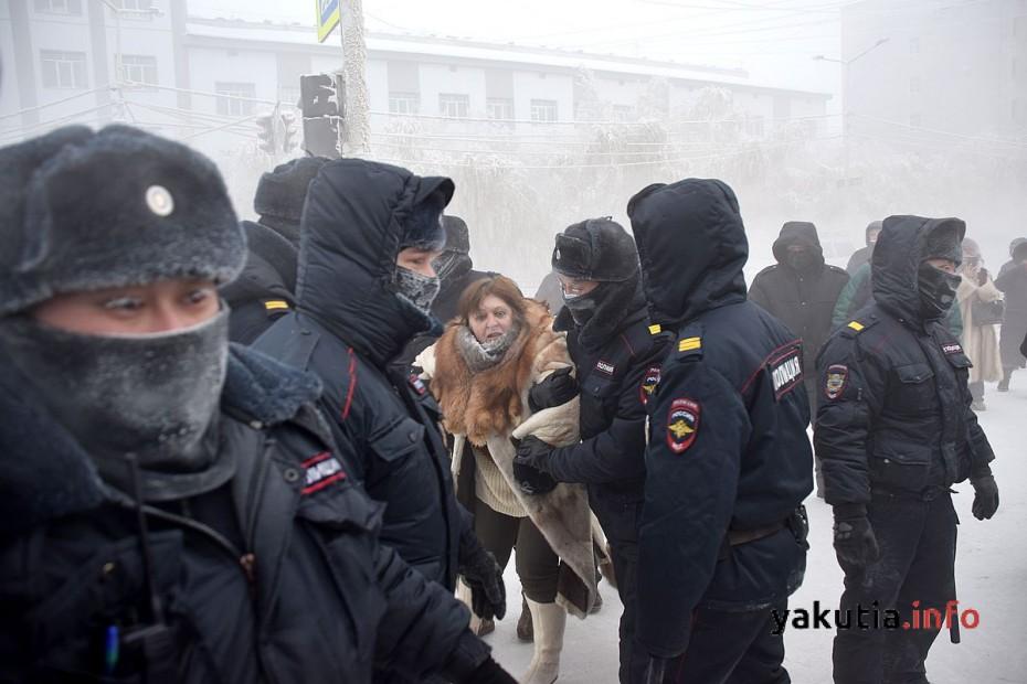 На несанкционированный митинг в Якутске вышли около 100 человек