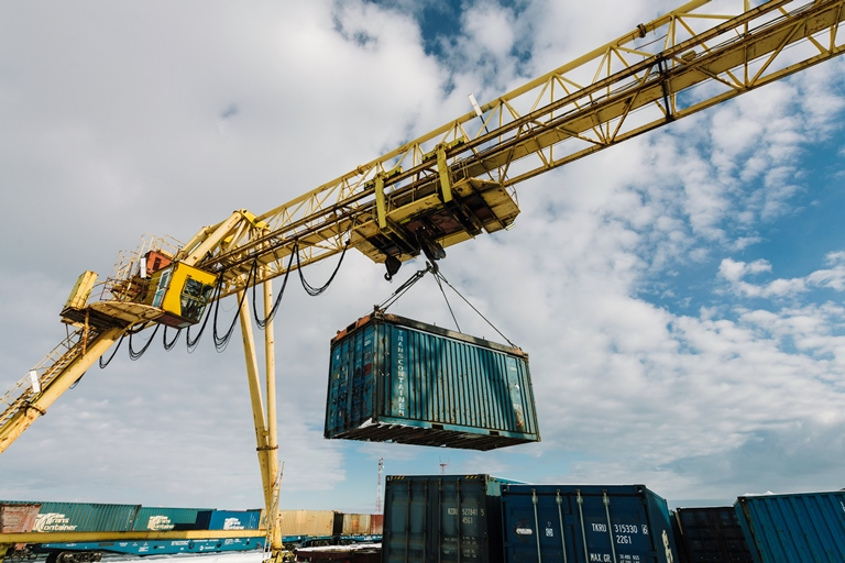 Акционерная компания «Железные дороги Якутии»в связи с открытием контейнерной площадки в Якутске  проводит набор сотрудников