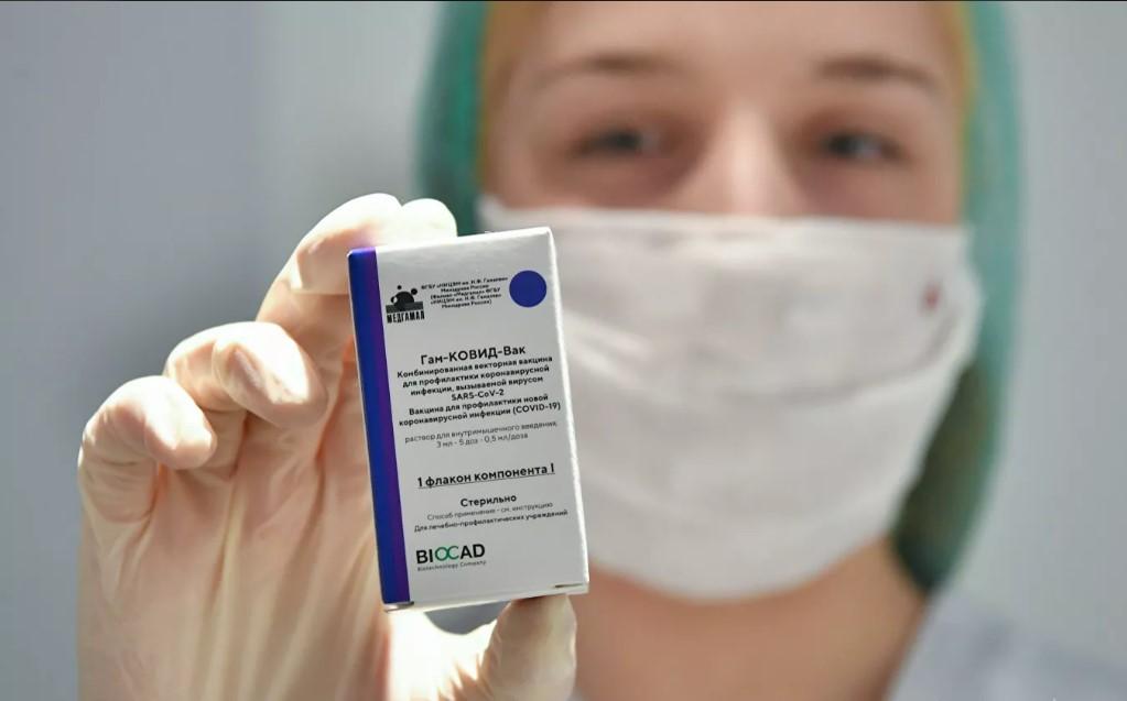Гинцбург рассказал о вакцинации от COVID-19 онкобольных