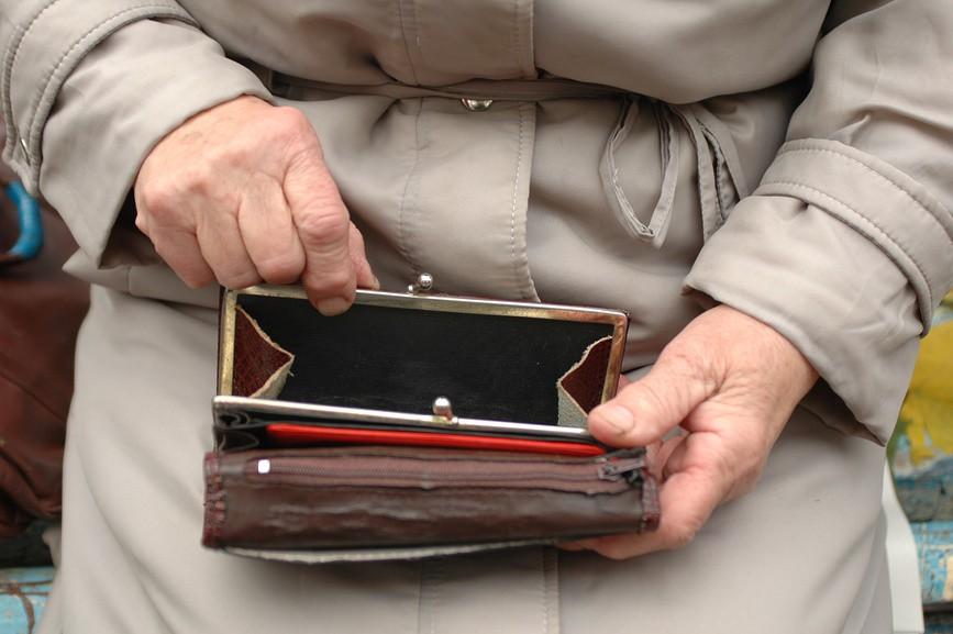 Лжесотрудники банка похитили у 78-летней жительницы Якутска около полумиллиона рублей