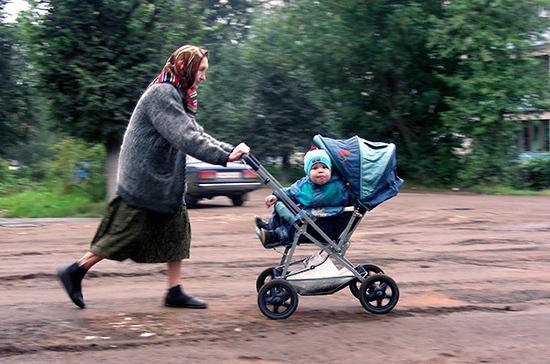 Выплаты к пенсии родителей детей-инвалидов предлагают повысить